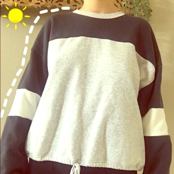 ✄ AMERICAN EAGLE Gray and Navy Blue Sporty Sweater